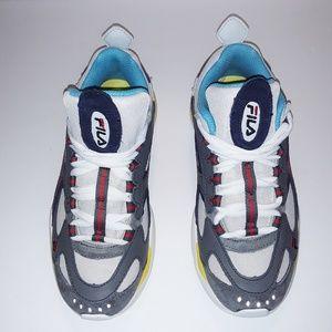 New Fila Boveasorus Size 7 Women Sneakers